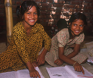 Belgali girls reading together